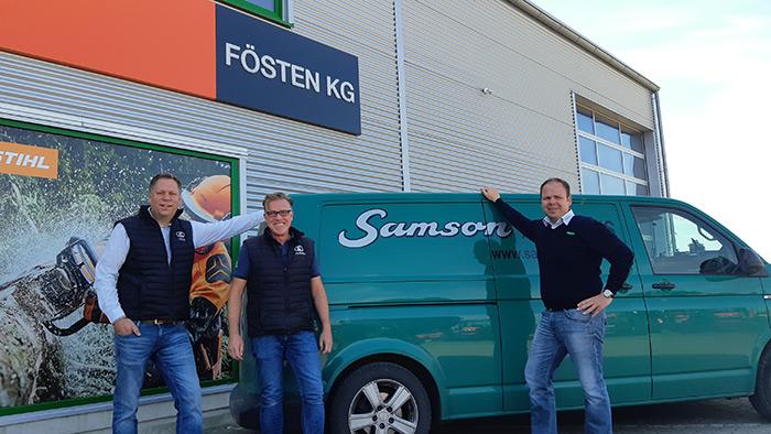 Verkaufsleiter Matthias Bittner und Inhaber Frank Fösten freuen sich zusammen mit Kay Rathjen, zuständiger Gebietsverkaufsleiter von SAMSON, auf die zukünftige erfolgreiche Zusammenarbeit.